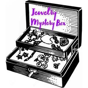 Jewelry - 25 Piece Mixed Costume Jewelry Mystery Bundle